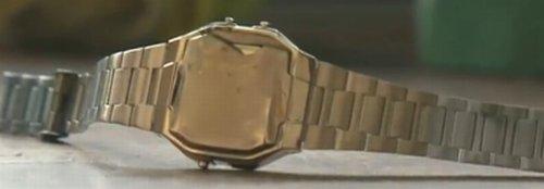 fina cobertura de ouro em relógio
