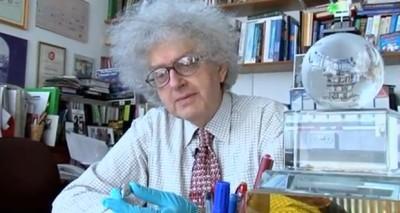 Martyn Poliakoff em seu escritório