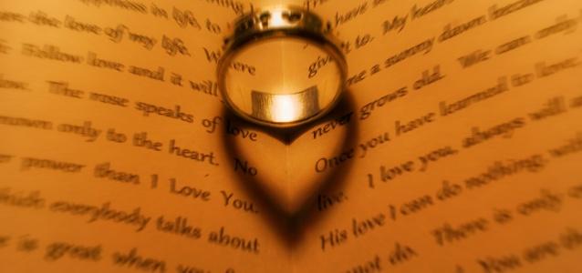 sombra do anel tem forma de coração
