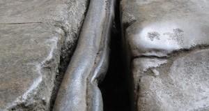 chumbo no chão de um banho romano