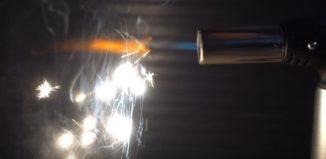 faíscas em chama de maçarico