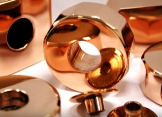 liga metálica de cor dourado avermelhada