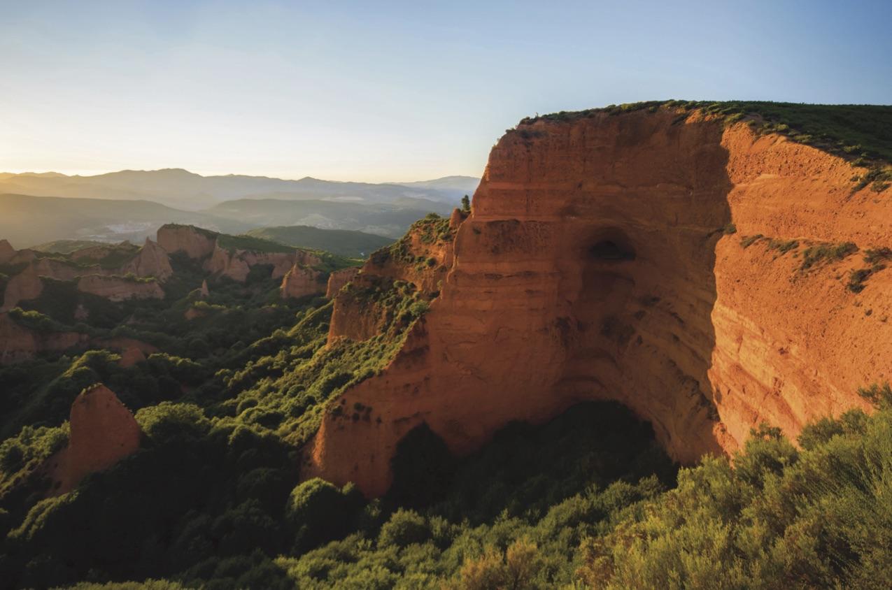 paisagem com montanhas e vegetação