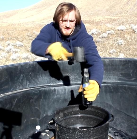teste para quebrar garrafa com mercúrio