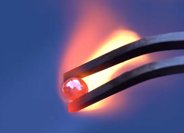 amostra de ósmio aquecida