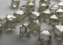 Diamantes não lapidados